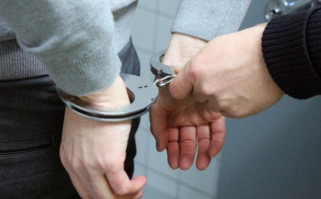 Liên tục làm tắc bồn cầu trong toilet nữ của công ty, gã trai có sở thích lạ phải ngồi tù 5 tháng, nộp phạt hơn trăm triệu