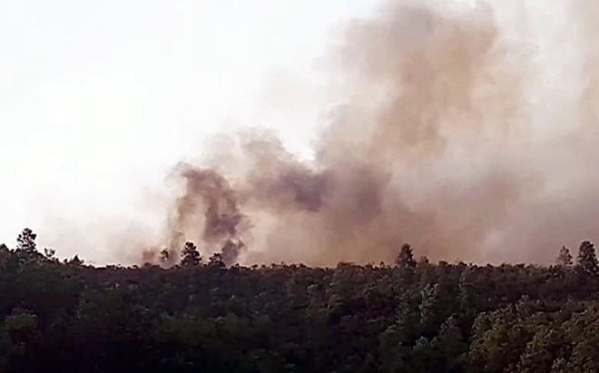 Hàng trăm người xuyên đêm chữa cháy rừng tại Quảng Nam
