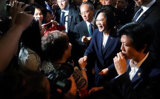 """Lãnh đạo Đài Loan đến Mỹ, kêu gọi giúp đỡ chống lại """"thế lực thù địch bên ngoài"""""""