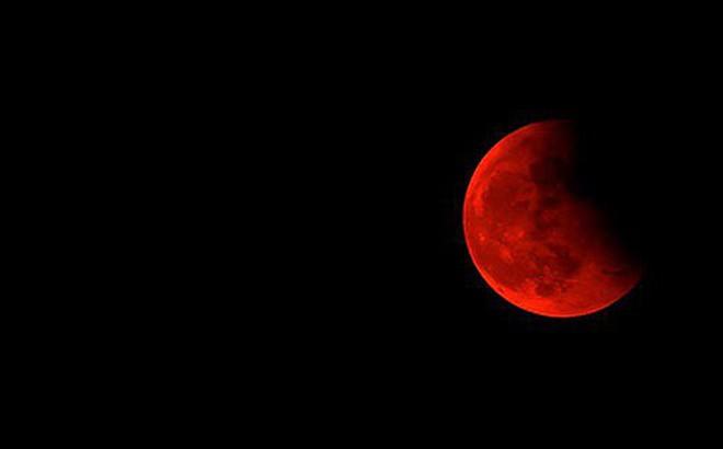 Rạng sáng ngày 17/7, Mặt Trăng chuyển đỏ đậm