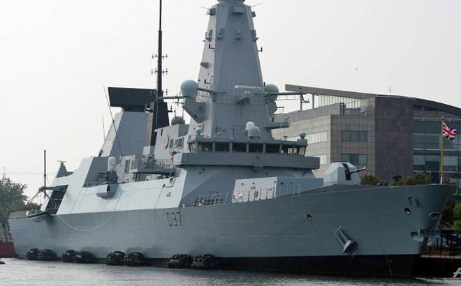 Vụ tàu chở dầu Iran: Anh điều khu trục hạm thứ hai đến vùng Vịnh