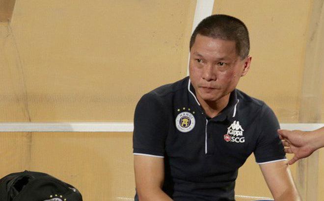 """HLV trưởng vạ miệng, Hà Nội FC nhận tổn thất lớn ngay trước trận """"siêu kinh điển"""" với HAGL"""