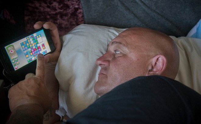 Cuộc sống của những con nghiện game Candy Crush: 1 ngày ngốn 12 tiếng chơi, đi ngủ cũng trùm chăn bật lén
