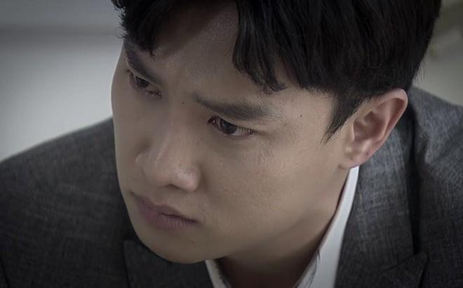 'Về nhà đi con' tập 71: Vũ bật khóc khi Thư lạnh lùng trả nhẫn dứt tình, ông Luật đau đớn van xin con dâu