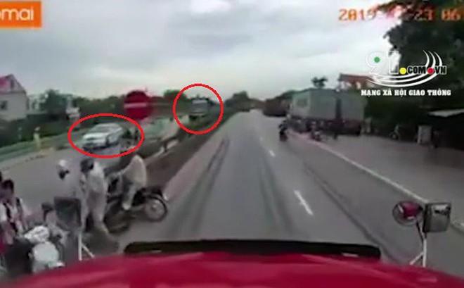 Thượng tá CSGT phản bác suy luận xe CSGT đỗ giữa đường khiến xe tải đánh lái đè chết 5 người