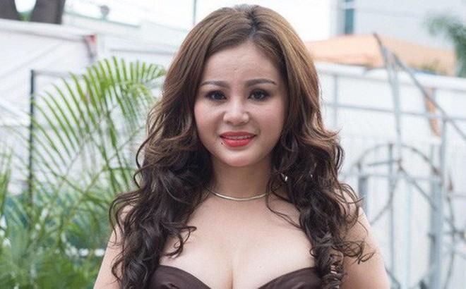 Bị chê phẫu thuật thẩm mỹ hỏng, Lê Giang tung bằng chứng khoe nhan sắc vẫn xinh đẹp, gay gắt đáp trả: 'Tôi sẽ gặp bạn để hỏi tội'