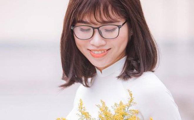 Clip quay lén cô giáo trẻ đang cao hứng hát siêu hit của Phương Ly nhận về bão like vì hay như nuốt đĩa