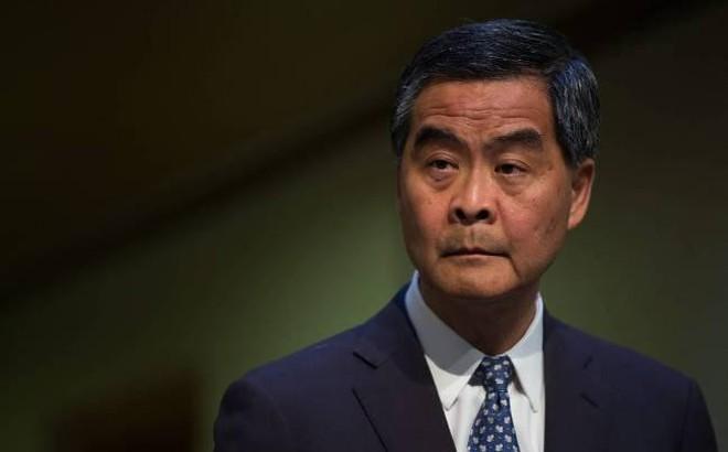 Cựu Đặc khu trưởng Hồng Kông treo thưởng để bắt người hạ cờ Trung Quốc