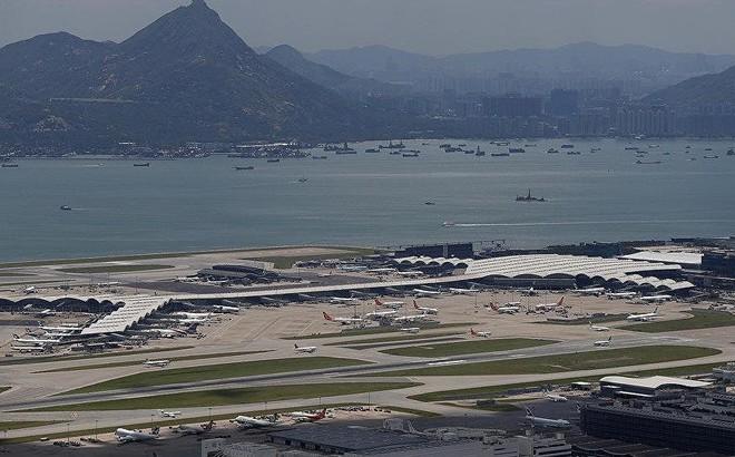 Hong Kong hủy 100 chuyến bay giữa căng thẳng biểu tình