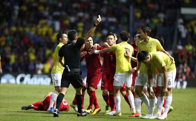 """""""Cháy vé"""" xem thầy Park đấu trí HLV Thái Lan ở vòng loại World Cup 2022"""