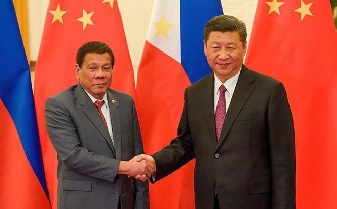 """Ông Duterte: Chính Mỹ đẩy Philippines """"ngã vào vòng tay vốn chờ sẵn"""" của Trung Quốc"""