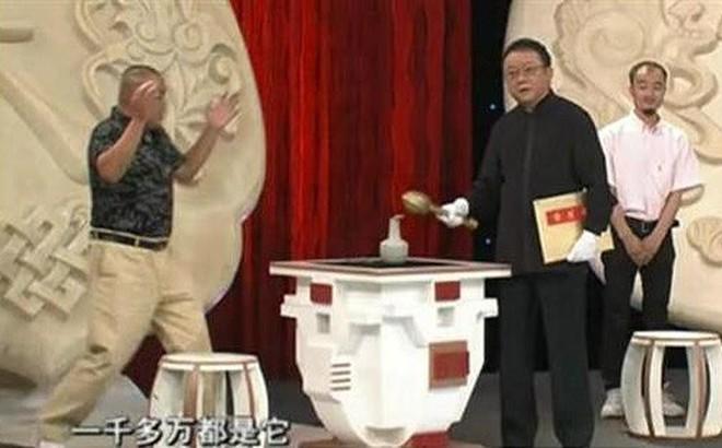 'Hoà Thân' đập bể loạt cổ vật trị giá gần 700 tỷ đồng trên truyền hình