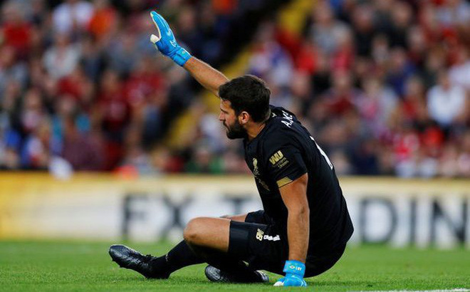 Klopp tái mặt, Liverpool mất thủ môn Alisson 6 tuần vì chấn thương