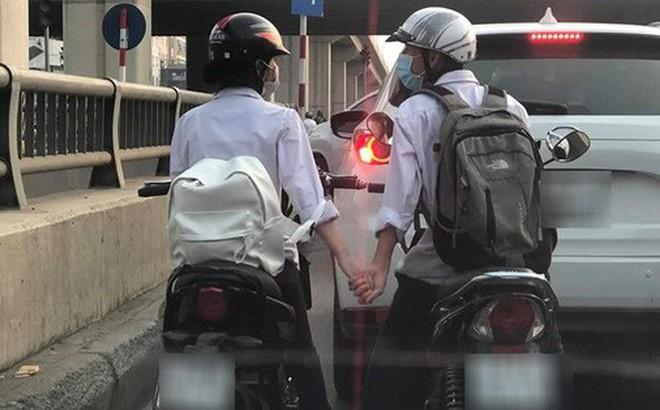Khoảnh khắc đẹp: Cái nắm tay vội giữa đường của đôi bạn khiến dân mạng tha hồ vẽ ngôn tình