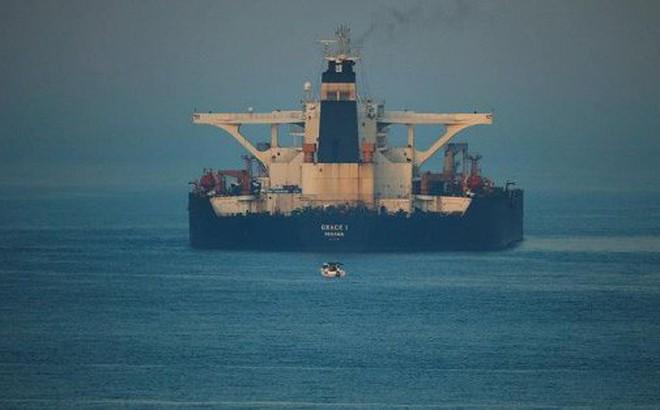Mỹ bất ngờ yêu cầu bắt giữ tàu Iran ngay trước khi Anh thả