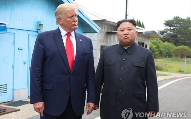 """Tổng thống Trump kể duyên cớ cuộc gặp """"ngẫu hứng"""" lãnh đạo Triều Tiên ở DMZ"""