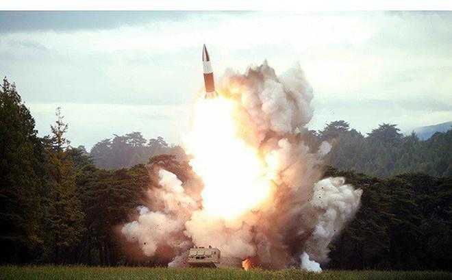 Tên lửa Triều Tiên rời bệ phóng, nhắm trúng mục tiêu trên biển