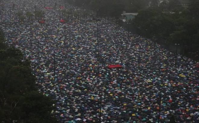 Người dân Hồng Kông vẫn biểu tình bất chấp sức ép