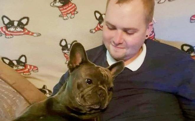 Vì quá đau buồn, chú chó trung thành lăn đùng ra chết sau khi chủ nhân qua đời chỉ 15 phút