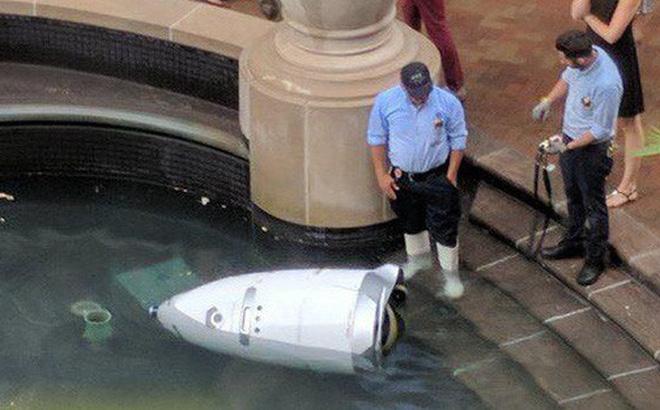 Chuyện về chú robot an ninh gieo mình tự tử trong hồ nước khi nhận ra bản thân chỉ là món đồ giúp việc khiến dân mạng tranh cãi, rốt cuộc thật hư ra sao?