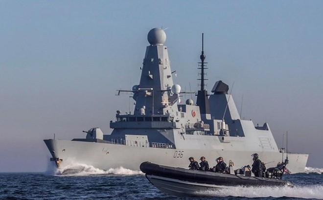 """Anh đưa thêm tàu chiến đến Vùng Vịnh, siết chặt """"vòng vây"""" với Iran"""