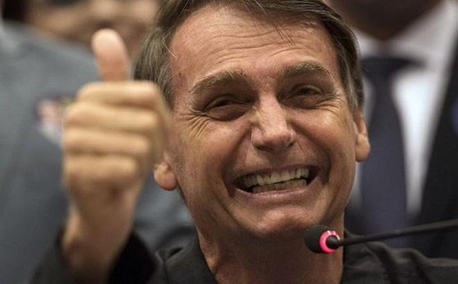 Cả nước gồng mình chữa cháy rừng, Tổng thống Brazil đi xem hài kịch