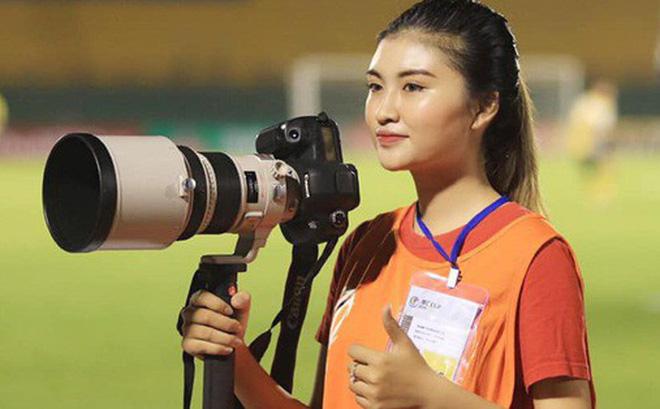 Á khôi fan Barca biến tình yêu bóng đá thành công việc trong mơ tiếp lửa cho cầu thủ Việt