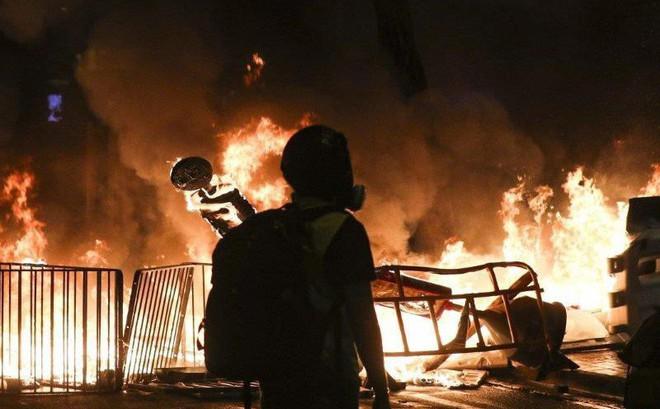 Hong Kong: Súng lại nổ, cảnh sát giả trang trà trộn biểu tình