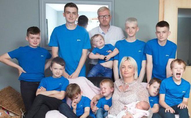 Dành cả thanh xuân để đẻ 10 cậu con trai, cuối cùng hai vợ chồng cũng đón được bé út là một 'tiểu công chúa' dễ thương