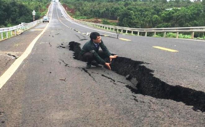 Đường 250 tỉ đồng nứt toác, sụt lún: 'Chưa thể nói lỗi của ai'