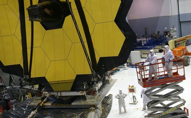 Khám phá bí ẩn trong kính thiên văn lớn nhất lịch sử do NASA chế tạo
