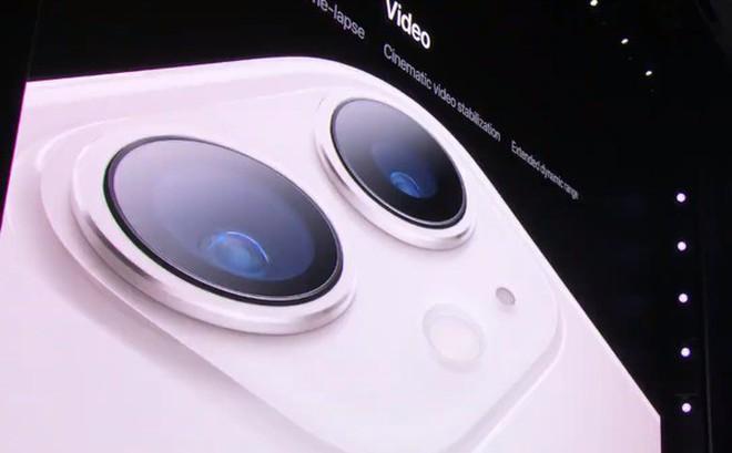 Không cần antifan phải chọc ngoáy, tự Apple biết cách đùa với cụm camera mới trên iPhone 11