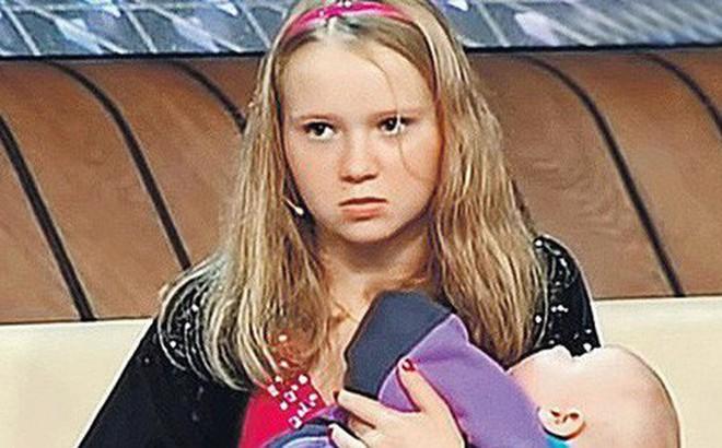 Nga: Hàng trăm bé gái làm mẹ ở tuổi trẻ con - Bi kịch và những con số giật mình