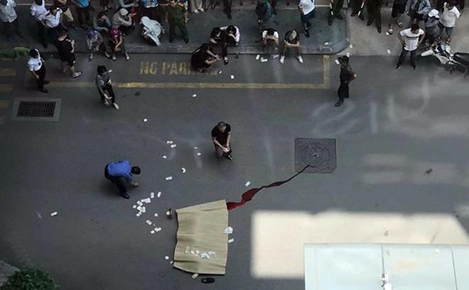 Người đàn nghi ông nhảy lầu tự tử tại Trung tâm thương mại