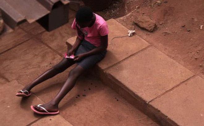 Bị giáo viên nhục mạ là 'dơ bẩn' trước lớp chỉ vì đến chu kỳ kinh nguyệt, cô bé 14 tuổi treo cổ tự tử khiến dư luận xót xa
