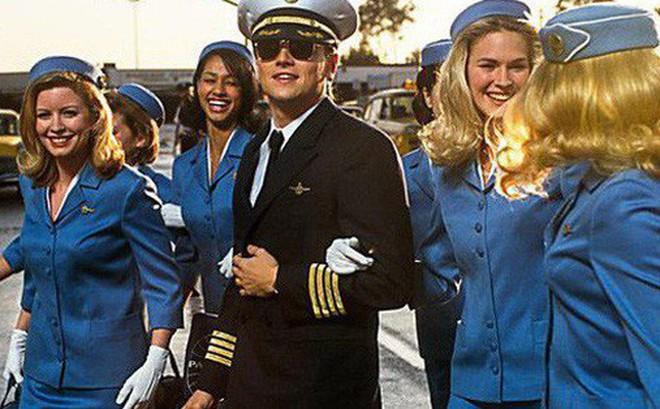 """Vụ lừa đảo khó tin và """"có hậu"""" nhất lịch sử: Chưa đủ 18 tuổi nhưng đã làm bác sĩ, luật sư, phi công rồi cướp ngân hàng, năm lần bảy lượt trốn tù, cuối cùng quay đầu về làm chuyên gia cho FBI"""