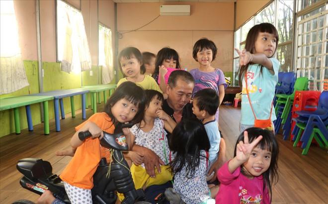 Người đông con nhất TP.HCM tặng trẻ mồ côi 100 tỉ: Thuyết phục gia đình