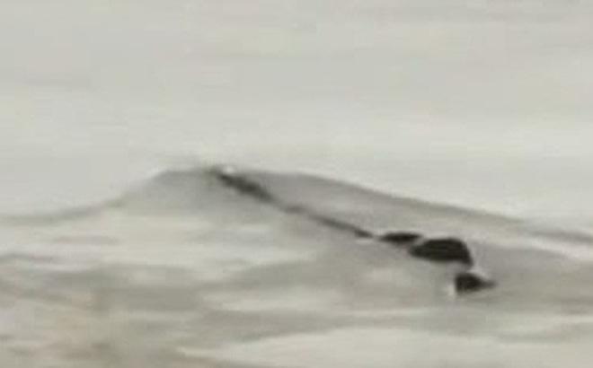 """Cảnh sát phơi bày sự thật về """"quái vật hồ Loch Ness"""" phiên bản Trung Quốc từng khiến bao người khiếp sợ"""