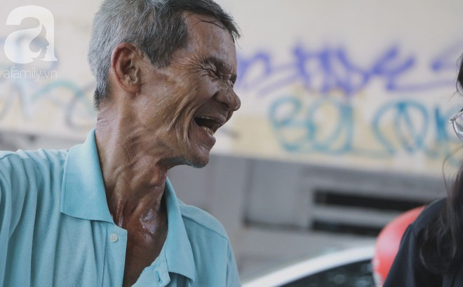 """Chuyện người con trai 76 tuổi đạp xích lô nuôi mẹ già: """"Tiền dùng hết rồi có thể kiếm lại, chứ mẹ mình chỉ có một mà thôi"""""""