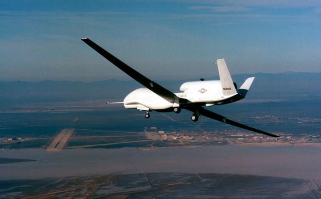 """Bị vũ khí """"kỳ diệu"""" của không quân Mỹ áp sát biên giới, Nga nổi giận"""