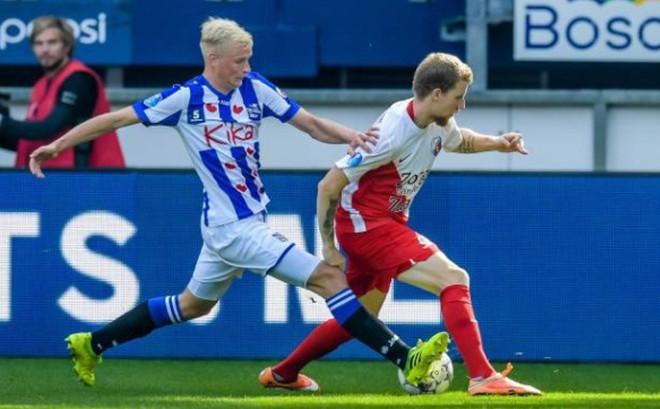 Hậu vệ trái số 1 của SC Heerenveen chơi thế này, Đoàn Văn Hậu dự bị là bình thường