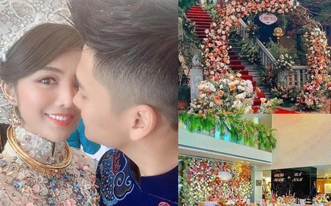 """Ăn hỏi Rich kid Hà Thành chỉ """"sương sương"""" thế này thôi: Trang trí 100% hoa tươi trải dài, cô dâu vàng đeo không đếm xuể"""
