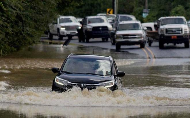 Lái ô tô sau mưa, làm cách nào để xe không bị hư hỏng?