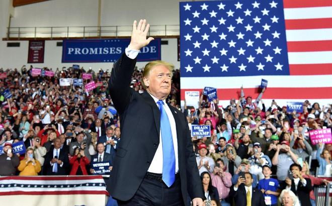Sóng gió bủa vây tứ phía, Tổng thống Trump làm thế nào thoát ải cam go hiện tại?