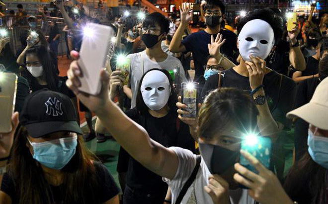 Hong Kong xét xử người đầu tiên bất tuân lệnh cấm đeo khẩu trang