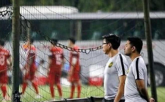 """Fan Malaysia: """"HLV của chúng tôi nhiều việc lắm, không có thời gian xem trộm tuyển Việt Nam tập đâu"""""""