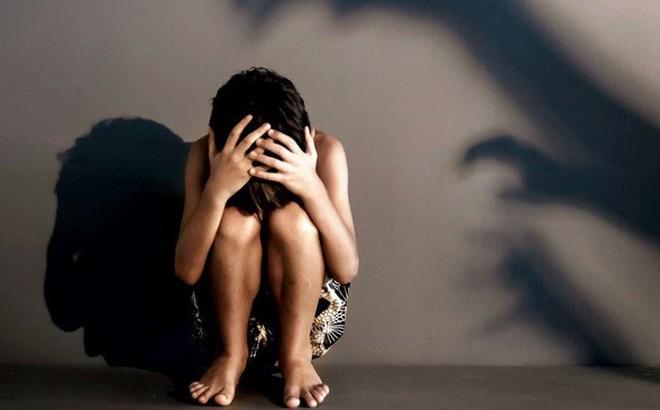 Cãi nhau với bố, con gái 12 tuổi dọn sang ở cùng mẹ rồi không ngờ bị rơi vào kế hoạch tàn nhẫn của ác mẫu với người tình