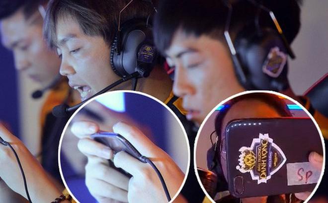 Điện thoại gaming nhan nhản nhưng game thủ vẫn dùng iPhone 8 Plus để thi đấu chuyên nghiệp