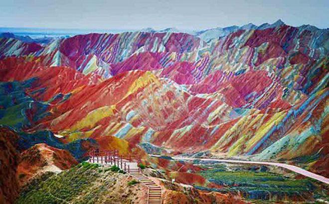 Đẹp mê hồn với dãy núi cầu vồng tại Cam Túc, Trung Quốc