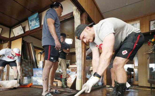 Ấm lòng khoảnh khắc đội tuyển Canada không ngại khó khăn, làm hết sức mình để giúp Nhật Bản khắc phục hậu quả của siêu bão Hagibis